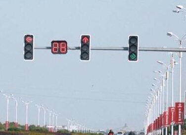 """注意!西干渠与工农路交叉路口""""黄闪""""变红绿灯"""