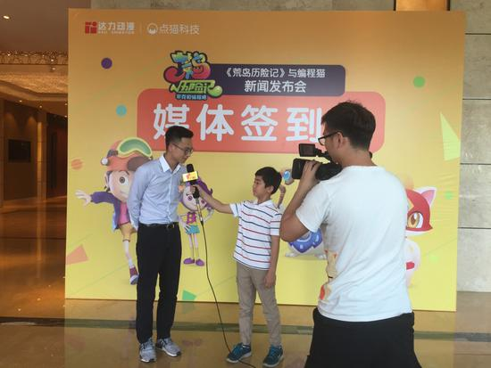 编程猫CEO李天驰欣然接受广东少儿频道小记者采访