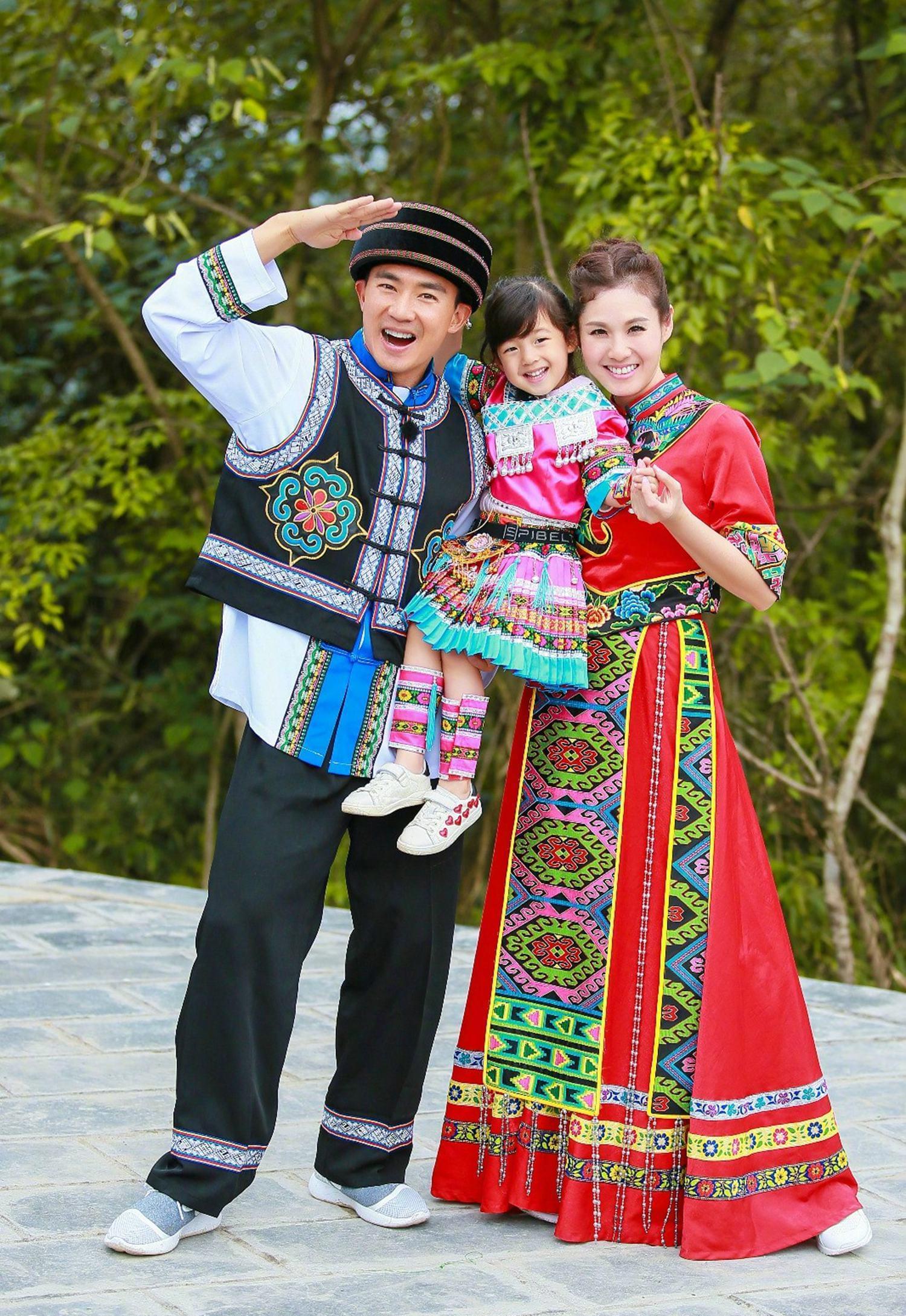 小泡芙继承爸爸时尚品味 刘畊宏携爱妻甜蜜撒糖