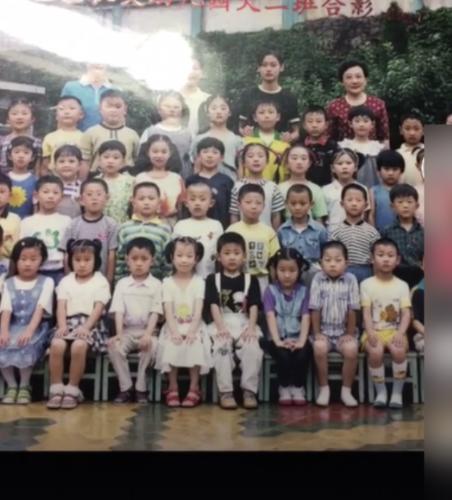 黄子韬幼儿园合影曝光