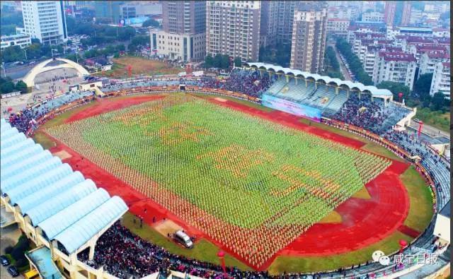 咸宁市万人同跳广场舞破世界纪录