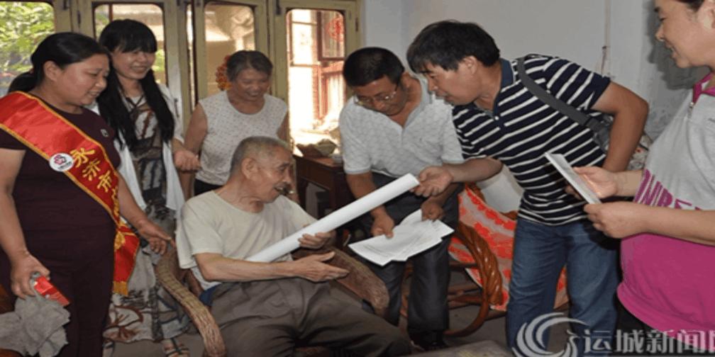 永济志愿者为老年人讲解《老年人权益保护法》知识