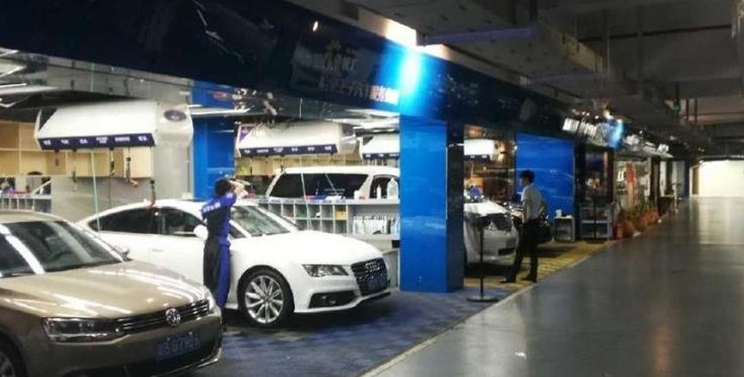 过分!地下停车场14个车位被当洗车场赚钱