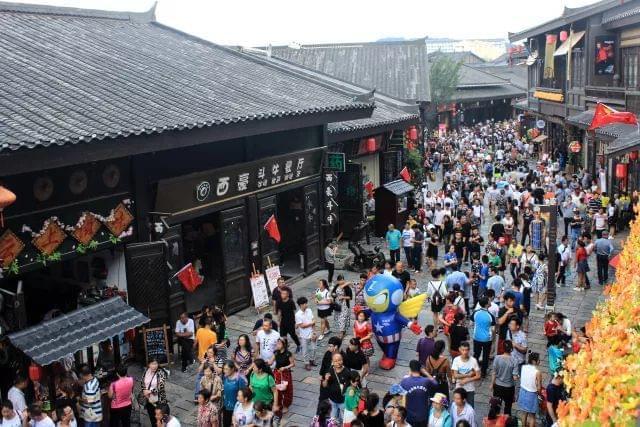王健林扶贫视频再生风波 丹寨县严厉谴责相关报道