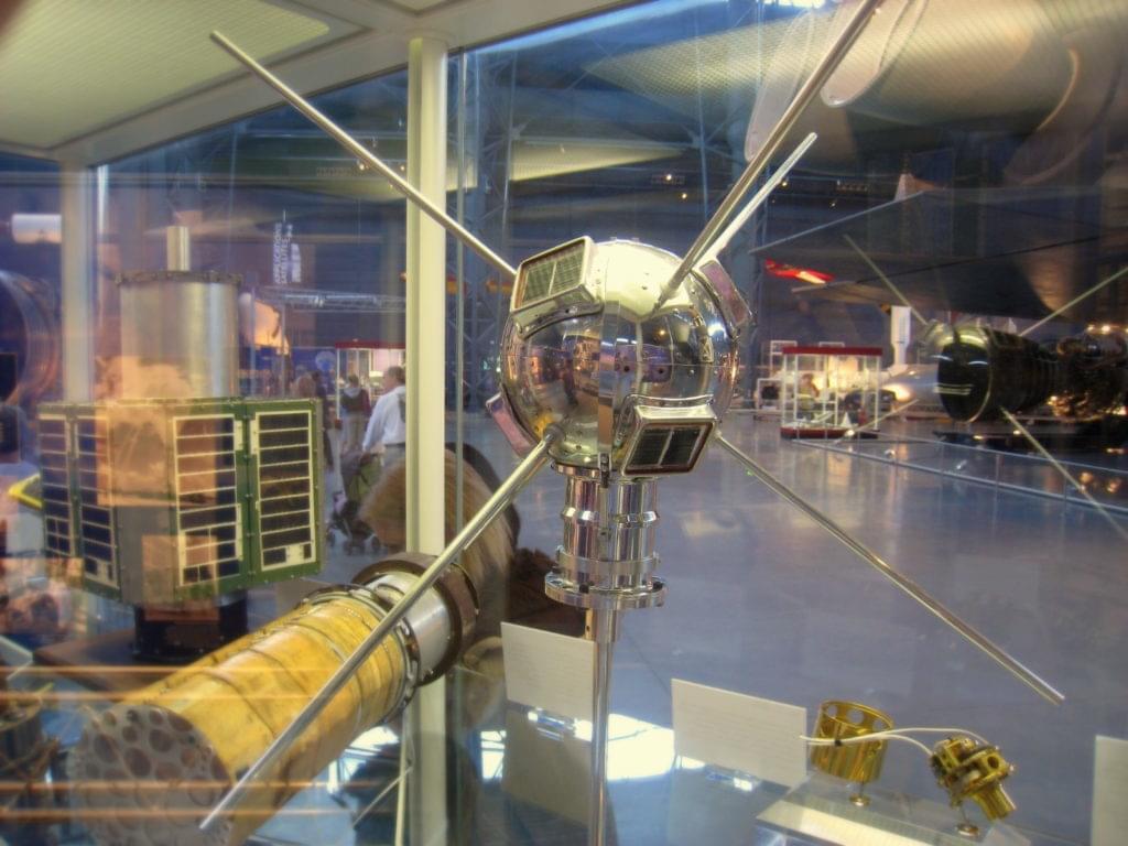 首颗太阳能卫星发射60年 将继续在轨道游荡数百年