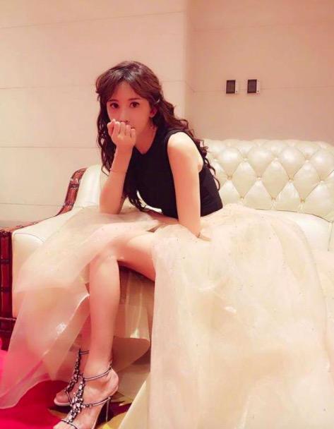 林志玲晒照否认怀孕传闻 网友却注意她的脚