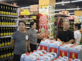 临猗县食药局组织商场超市负责人赴稷山县观摩学习