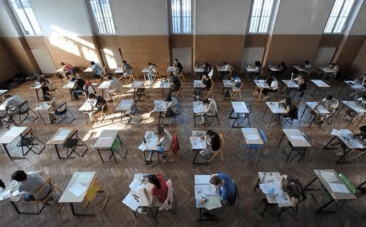 法国高考发榜日:学优与奖金一色 改革与唾沫齐飞