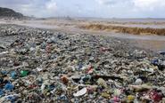 风暴后黎巴嫩海滩变垃圾场
