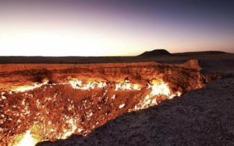 世界上最神秘的沙漠洞穴,大火燃烧44年从未熄灭