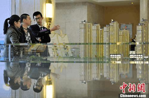 """前7月中国22城市""""卖地""""收入翻番"""