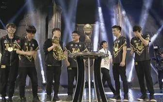 RNG夺冠 台湾网友:说UZI是AD之神不为过吧!