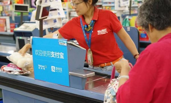 """沃尔玛""""站队""""腾讯系,部分门店暂停使用支付宝,专家说有损公平交易"""