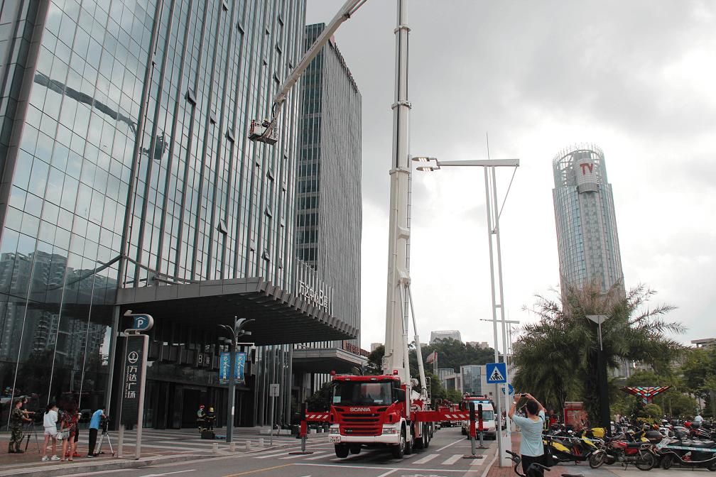 万达广场起火?原来是江门消防实战演练高层建筑灭火