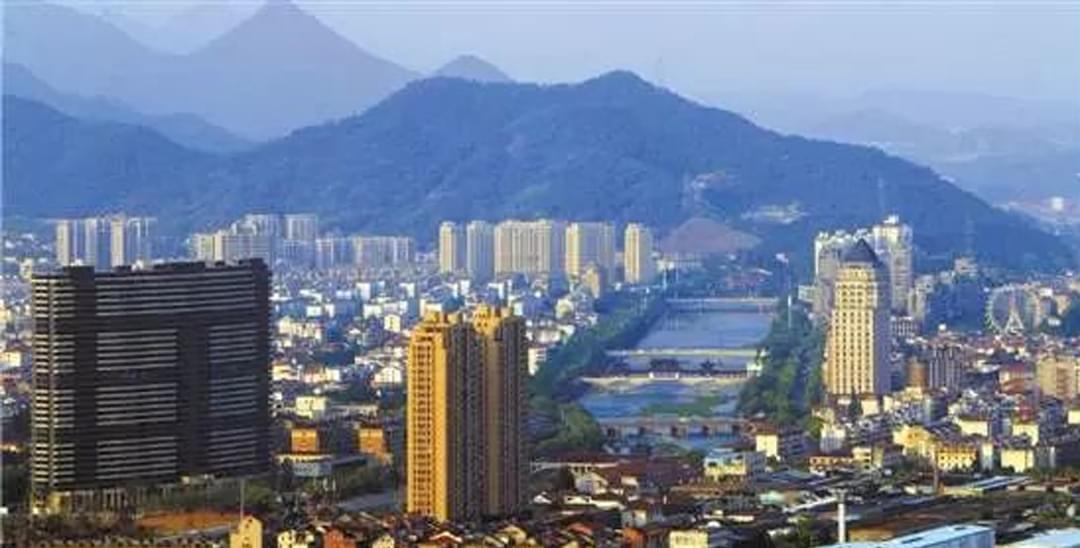 投资客扑空 本地人焦虑 杭州第十区一房难求?