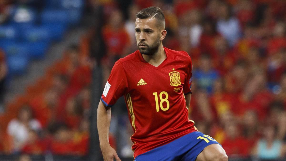 阿尔巴:希望皇马输掉所有比赛 世界杯会下脚踢梅西