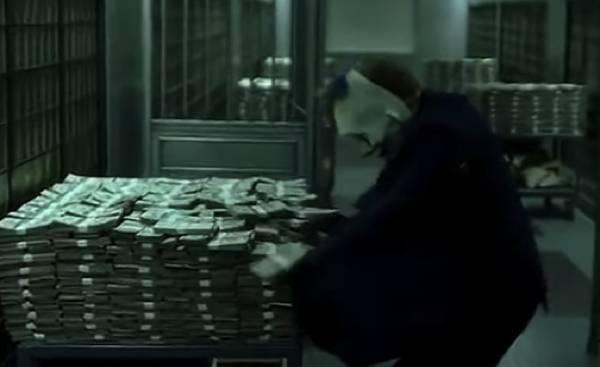 他靠制造假币发家致富,却没有被警察抓捕