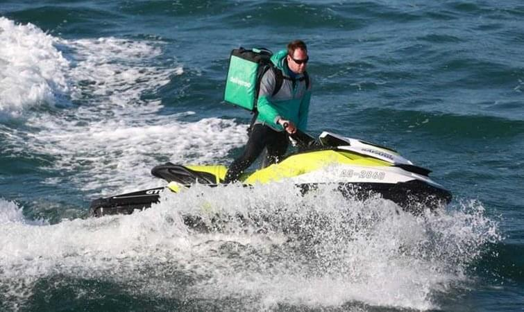 与Uber竞争?这家独角兽外卖用摩托艇为海滩送餐