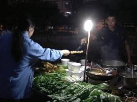 臭豆腐、牛杂、烧烤...路边摊将方便美味卫生兼得?