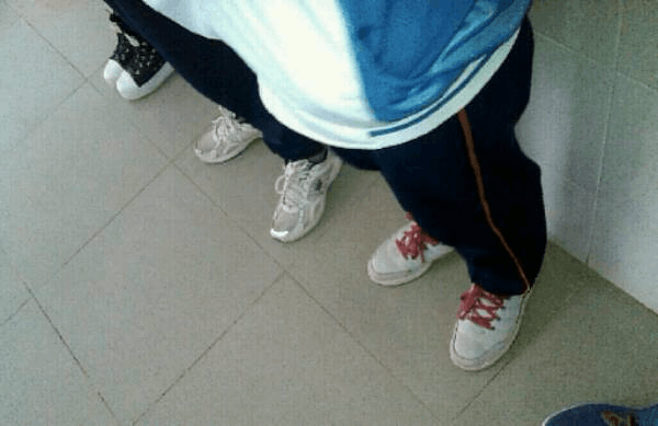 北京一初中女生罚站时晕倒 脸上缝针牙齿脱落