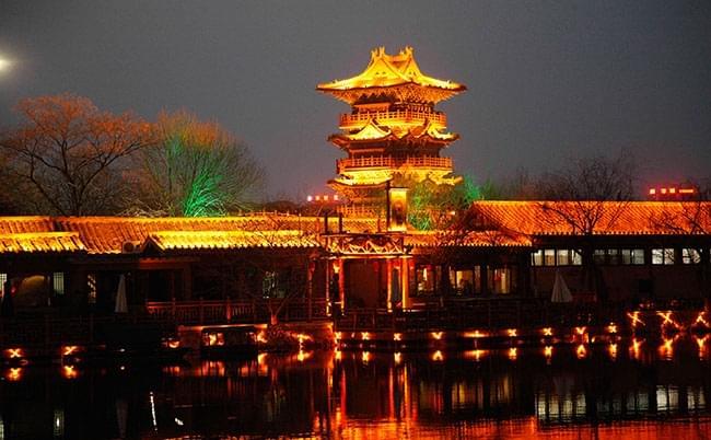 世间美景千万  不及清明上河园的撩人夜色