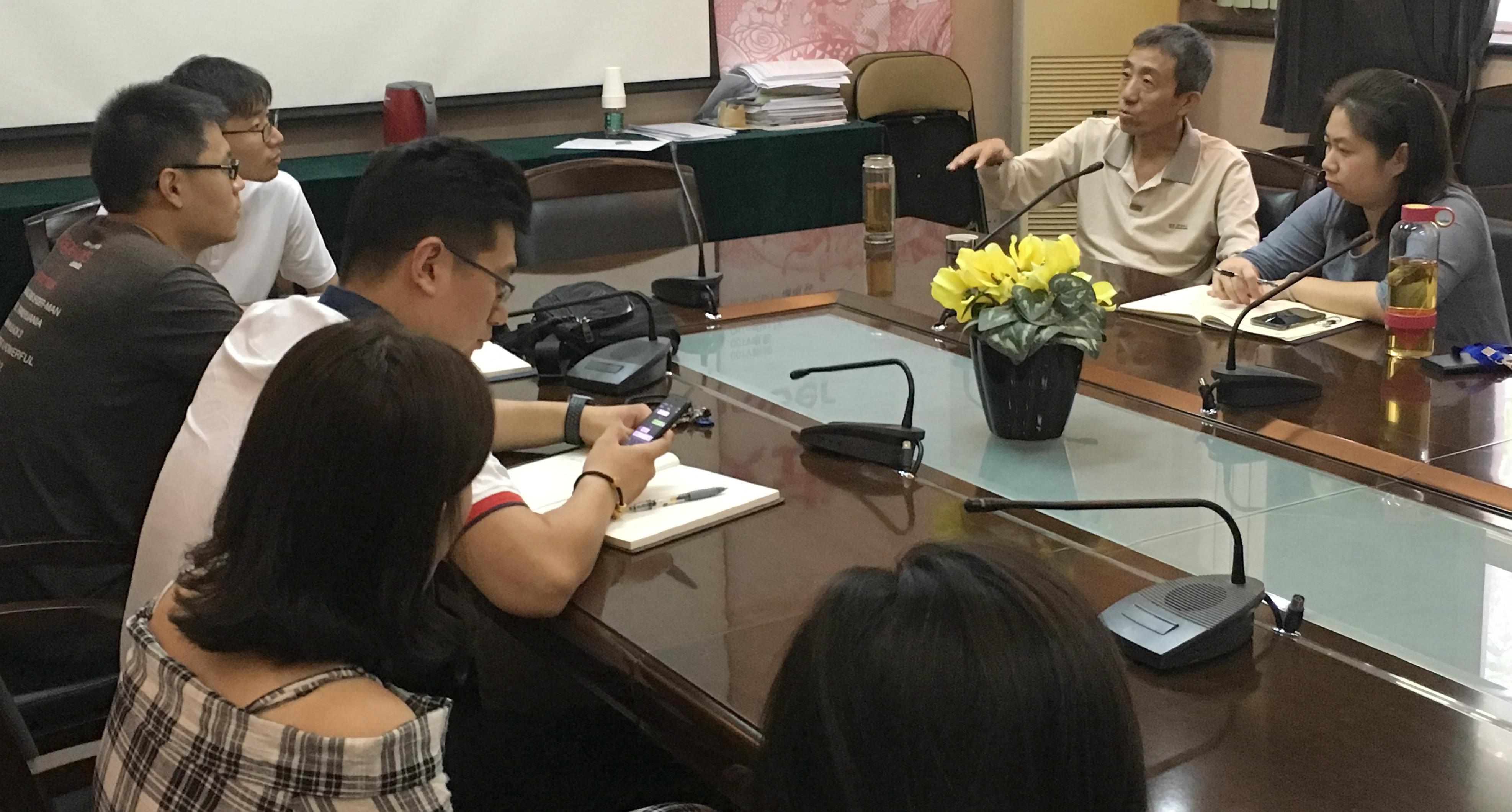 北京禁毒教育基地副主任曲晓光与中国传媒大学禁毒微艺术项目组师生交流禁毒艺术创作