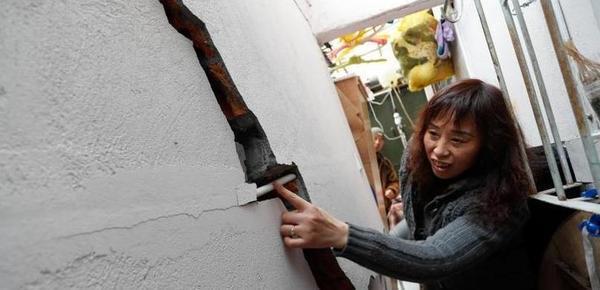 上海一居民楼出现疑似沉降和墙体开裂现象