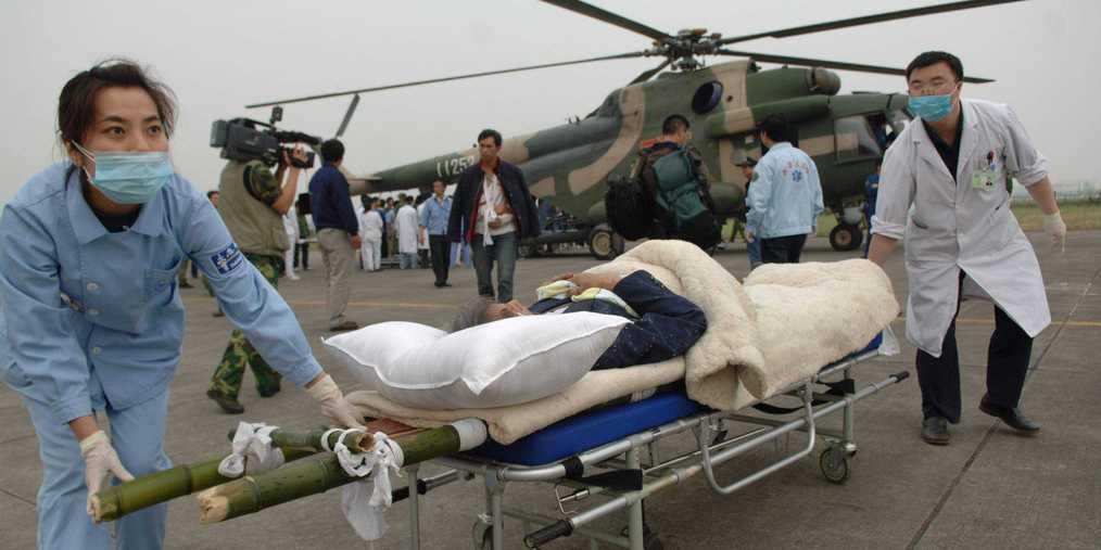 """跟萌娃变身""""急救小医生""""学习直升机救援"""