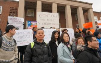 成人英语班经费被砍 纽约华人争取免费教学机会