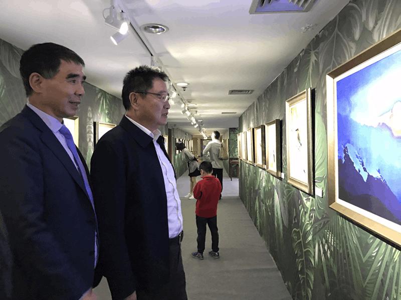 """浙江理工大学举行""""一片森林""""林平摄影与丝绸艺术展览"""