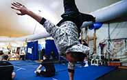 中国小伙加入国际马戏团