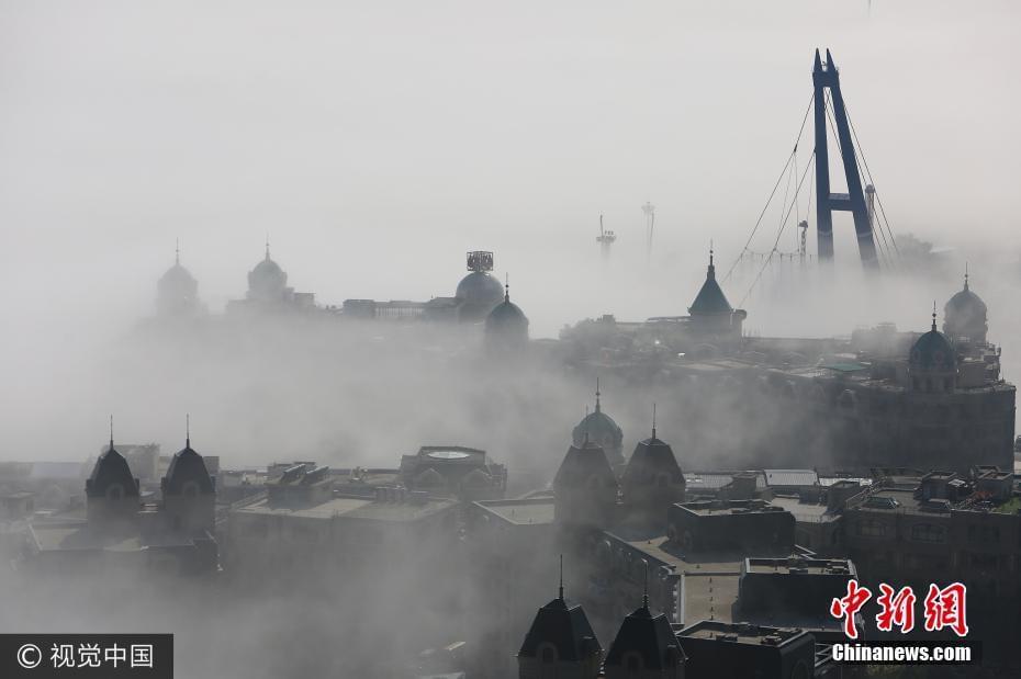 """大连现低空平流雾 跨海大桥似""""飘""""在空中"""