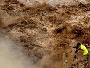 黄河壶口瀑布水量大涨 奔流滚滚气势磅礴