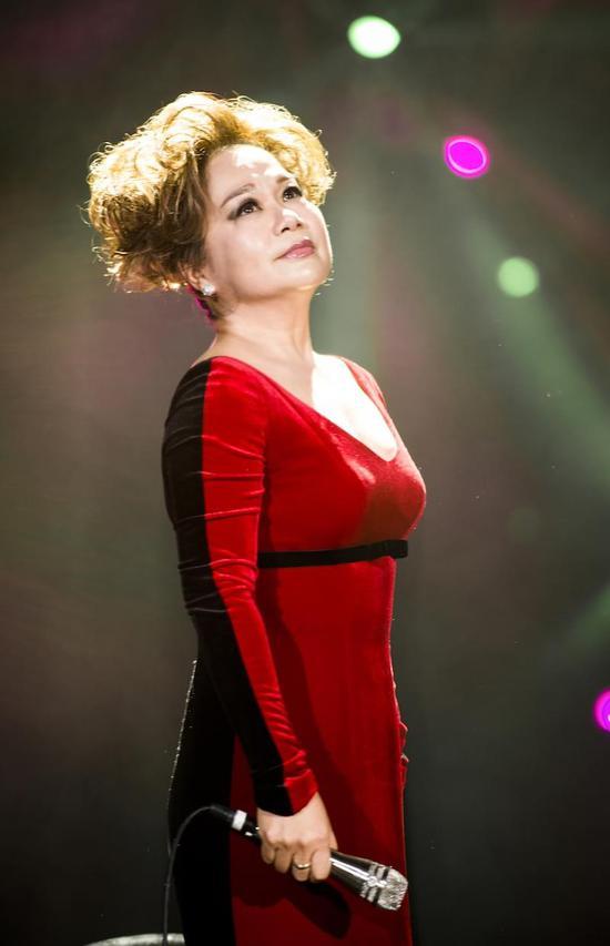 《歌手》第三期大年初八播出 杜丽莎林忆莲同唱英文歌