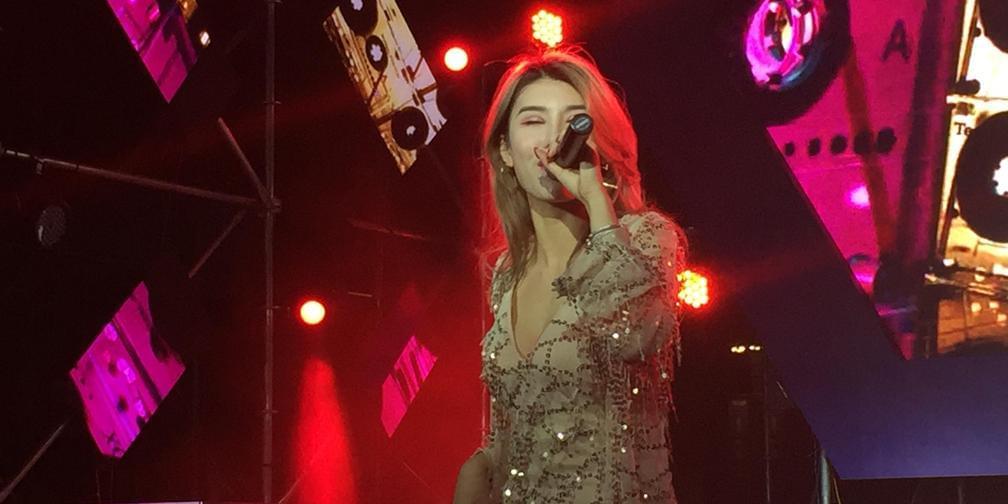 美女歌手激情开唱 现场观众high翻天