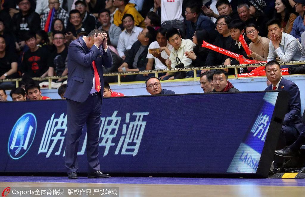 吴庆龙:深圳今年太艰难 能打到第五已证明实力