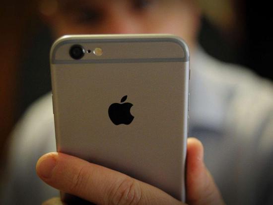 iPhone变慢苹果已遭8例告状 索赔额达9990亿美元