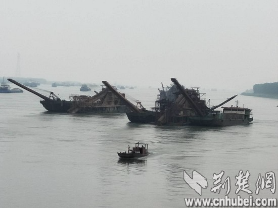 松滋籍采砂工程船舶全数转迁 杜绝非法采砂行为