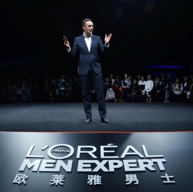 吴亦凡&汉密尔顿型男联手亮相上海 分享护肤经验