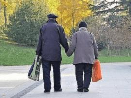 老一辈们的爱情 牵了手便是一辈子
