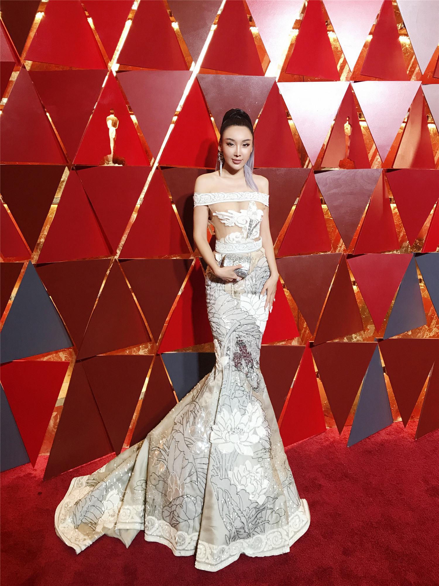 韩阿筎那华人唯一被邀请参加奥斯卡 百万饰品引外媒关注