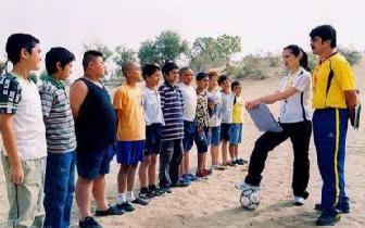 """喀什""""儿子娃娃""""们的足球梦"""