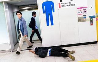 光天化日 日本人在街头丑态百出