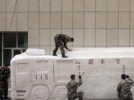 雪雕版消防车