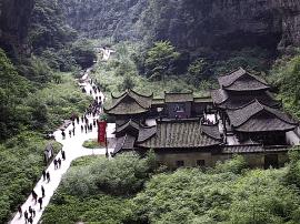 武隆地震后第二天 世界自然遗产地未受影响 游客正常游览