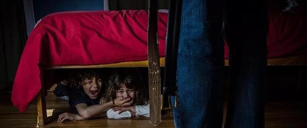 闹离婚砍10岁儿子数十刀,家暴是有多可怕