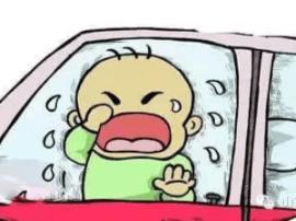 交警贴罚单时意外救下车内被困儿童