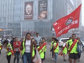 """视频:保定开展""""我走一公里盲道""""创城志愿"""