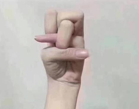 活久见!李思思手指打结柔韧度逆天