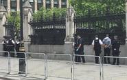 男子在英国议会大厦外被捕